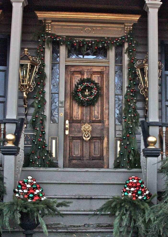 best 20 christmas porch ideas on pinterest christmas. Black Bedroom Furniture Sets. Home Design Ideas