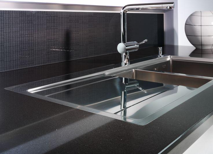 Küchennrbeitsplatte Quarzstein, Dekor Nero Lucidato