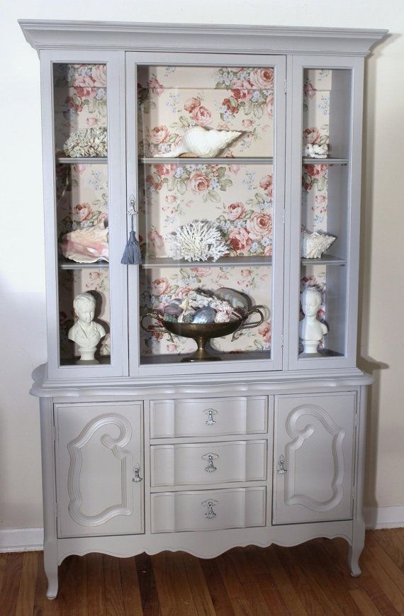 Love this wallpaper backgroundhttp://www.foreverpinkcottagechic.com/tables.html
