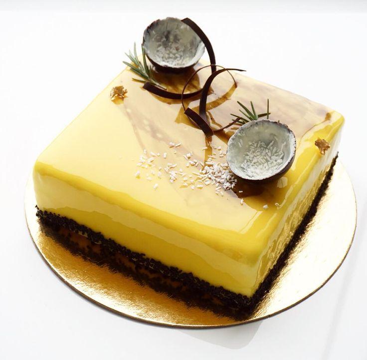 "252 Likes, 7 Comments - 🍥Муссовые торты Екатеринбург🍥 (@varyasokolovskaya) on Instagram: ""Pineapple - coconut - ginger cake. Торт ананас-кокос-имбирь по мотивам Веры Никандровой. Ананас и…"""