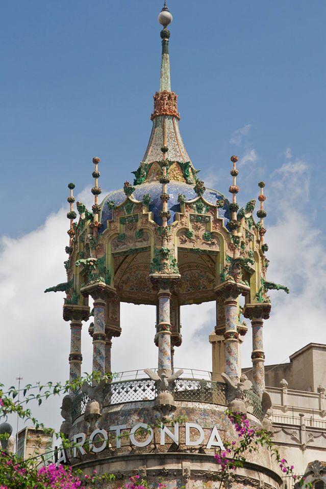 La Torre Andreu o més coneguda com La Rotonda, és un edifici modernista neoclàssic. Va ser construït entre 1906 i 1918 per Adolf Ruiz i Casamitjana. A la dècada de 1920 va ser ampliada pel també arquitecte modernista Enric Sagnier.  Barcelona Catalonia