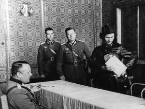 Soviet Commissar Borovensky and German officers discussing details of demarcation line between two invading armies at the captured town of Brześć Litewski (Brest-Litovsk).