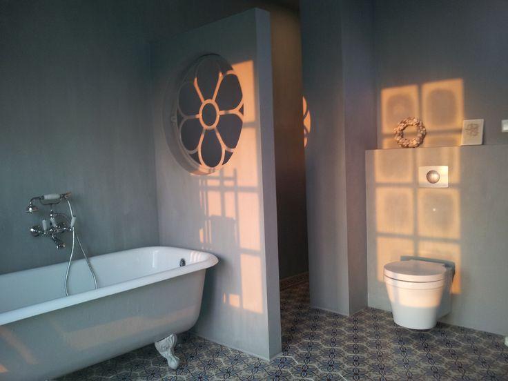 Portugese tegels + stalraam badkamer