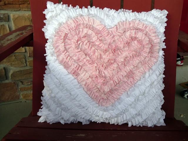 The Ruffle Heart Pillow: Ideas, Ruffle Heart, Craft, Diy Valentine'S Day, Valentines Day, Heart Pillow, Pillows