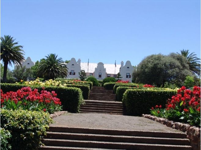 Another view of the State President's residence now Oliewenhuis Museum.