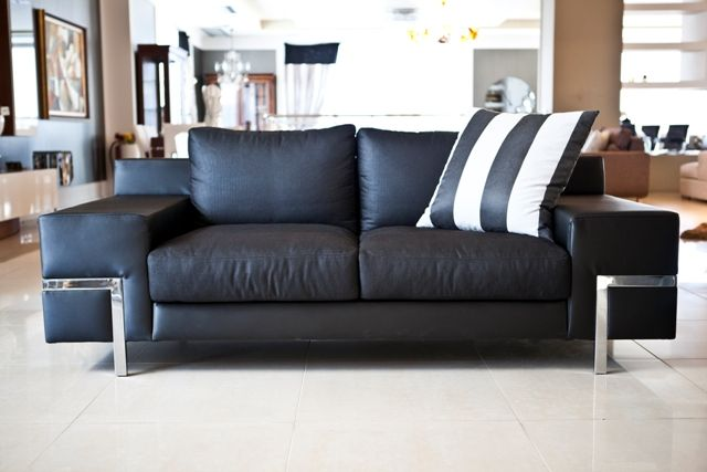 There is nothing more luxurious than black leather in your living room.Discover the look of aesthetics in www.kazakidis.gr