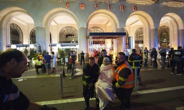 Aggiornamenti attentato terroristico a Nizza: ecco il nome dell'attentatore . 84 morti e italiani dispersi/FOTO