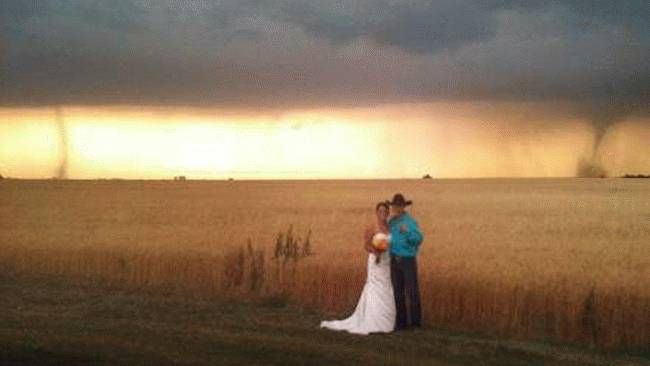 Tornadoes Become Unexpected Wedding Guests - weather.com: Ideas, Wedding Photobomb, Photos Galleries, Kansas Wedding Photos, 23454 Weather, Wedding Photos Bombs, Weddings, Tornadoes, Hilarious