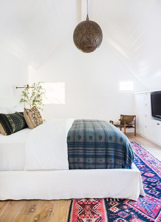 Bedroom with white walls. Pattern rug. Bohemian style. Pattern pillow. Home decor blogger. Interior decorating. Home decor