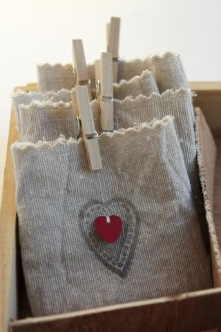 From a russian online mag, burlap or linen bags, adorable <3