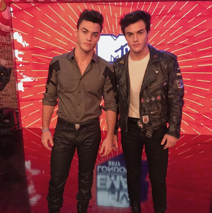 Fans Rush Stage At Dolan Twins 4OU Tour, Resulting In 28