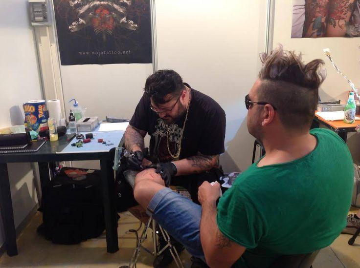 Guarda il video http://bit.ly/1kHZxOt  Abbiamo visitato il Lecce Tattoo Fest presso il quartiere fieristico di Piazza Palio, in questo primo giorno. Un viaggio tra i guru della body art italiana, tra gli aghi ad inchiostro, segni e disegni . Oltre 150 tatuatori da tutta Italia e non solo, per il primo expo in #Puglia, organizzato dall'Associazione Lecce Tattoo Fest e da Tendenze Tattoo.