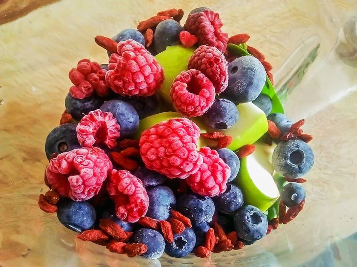 Fruits, especially berries, are full of antioxidants essential for good health. These antioxidants are super healthy that can help fight against diseases. #greensmoothie #bodytransformoation #weightloss #weightlossjourney #healthyoptions #eatclean #wellness #plantbased #lifestyle #cleaneating #fatloss #nutrition #healthybody #energy #fitlife #fightcravings #healthysmoothie #smoothie #greenjuice #healthyliving #iquitsugar #detox #jumpstartkitchendiets #liquidsunshinediet…