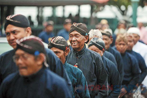 Seorang Abdi Dalem Keraton Yogyakarta Dicopot saat Wisuda