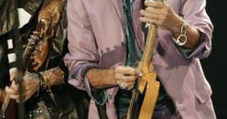 Cómo aumentar la velocidad de tus dedos al tocar la guitarra. Hay algunos métodos probados y verdaderos para el fortalecimiento de las manos con el fin de tocar más rápido la guitarra. Algunas de las maneras para hacer los dedos más rápidos implican escalas repetitivas o basadas en patrones de técnicas de calentamiento. Estos consejos incluyen el dominio del instrumento y muchas horas de práctica. La ...