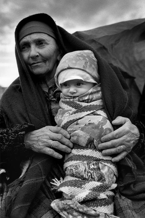 Cristina Garcia Rodero (Puertollano 1949):  ALBANIA. Refugees from Kosovo. 1999.