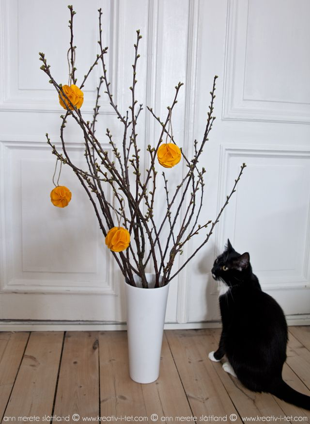DIY felt pom poms for easter from KREATIV-I-TET interior blog