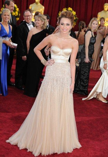 Miley Cyrus is a vision in a nude Jenny Packham number.