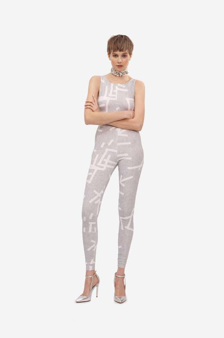 ELASTIC OVERALL Shorthaired model wearing an elastic overall with original print.