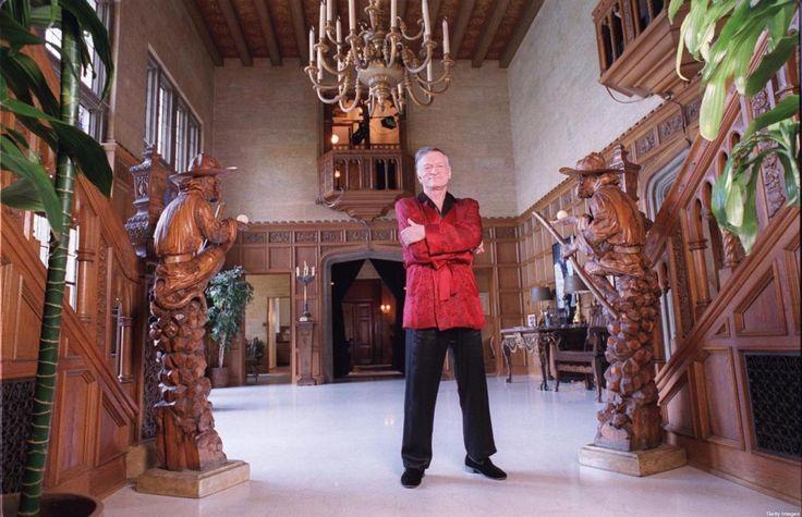 Esta propiedad,posiblemente la más conocida del mundo de Hollywood, ubicada en Holmby Hills, Los Angeles, está en venta. Pero poseer un hogar de tales magnitudes tiene un precio m