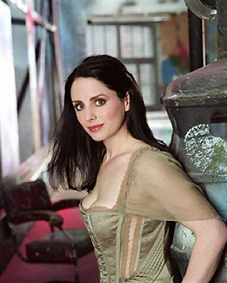 """Laura Fraser gets my vote for Mairin in """"In Bed with a Highlander"""". Feisty personality, fits the description & is actually Scottish. :D #InBedwithaHighlanderbookcasting"""