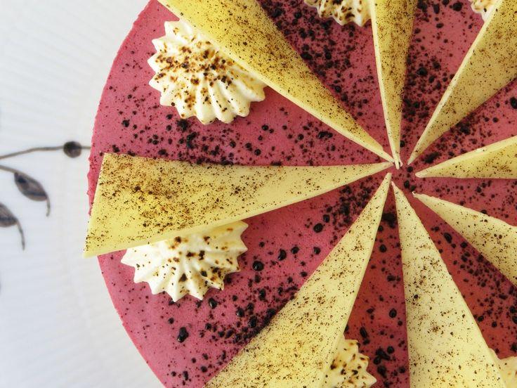 Brombærlagkage med lakrids og hvid chokolade