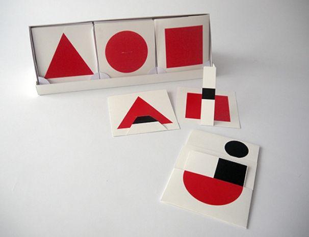 AOZ de Marion Bataille éditions Les Trois Ourses  AOZ est un alphabet de 26 cartes à animer. Chaque carte est imprimée d'un rond, triangle ou carré, et la lettre cachée derrière la forme géométrique apparaît en un geste ! Seulement 500 exemplaires.- Les Trois Ourses