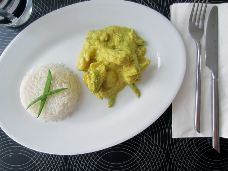Kylling i karry med ris og grøntsager