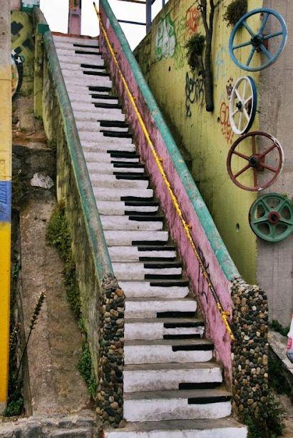 Piano keyboard stairs...so neat!