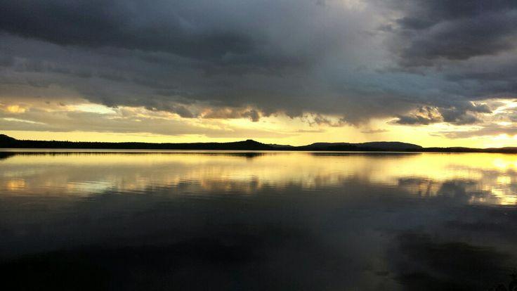 När solen letar sig fram på kvällskvisten efter en regnig dag