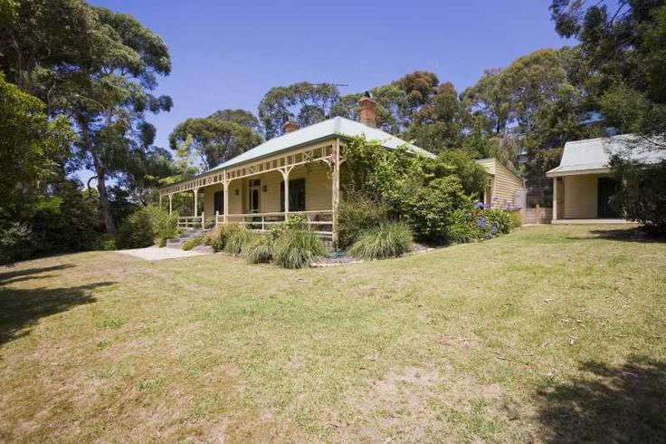 BANUKE Holiday House Lorne Great Ocean Road Accommodation