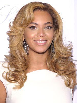 Beyoncé Knowles Hairstyles - November 22, 2010 - DailyMakeover.com