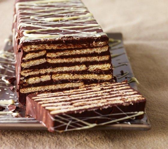 Mehr Schokolade geht fast nicht: Für den kalten Hund werden Butterkekse mit Schokolade geschichtet und in kleinen Scheiben verputzt.