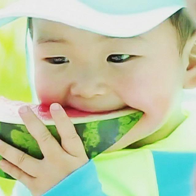 เด็กอะไรก็ไม่รู้ น่ารักชะมัด #SongTriplets #SongMinguk Cr: songbabie