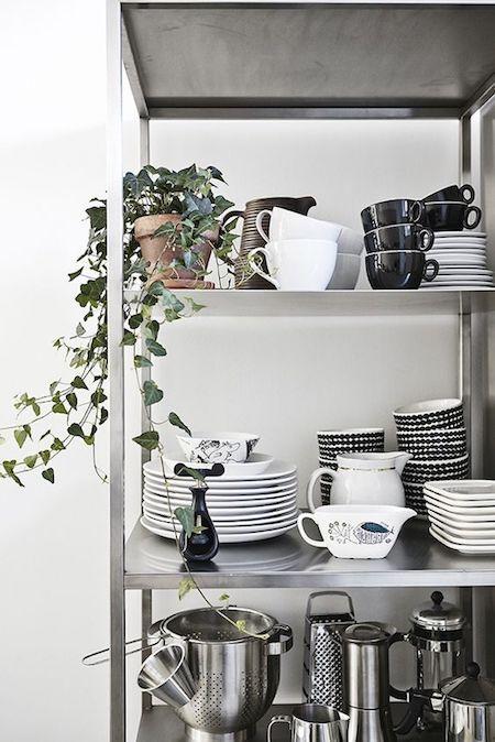 MC- almacenaje abierto - estantería metálica HYLLIS - IKEA - 10 euros - Tamaño 60x27x140 cm - max. 25 kgs por balda