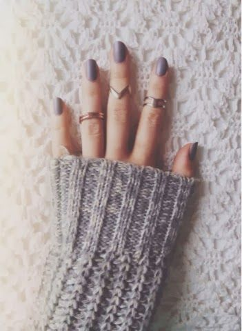 picture inspo, nails, rings, jumper, winter, simple, bedding, knitted, grey, gold, white