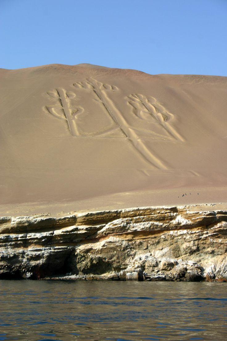 Líneas de Nazca conocido como el Candelabro ~ Paracas, Perú
