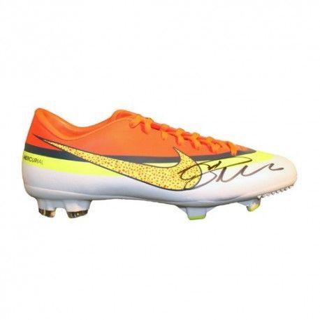 Cristiano-Ronaldo-Signed-Boot-2013-Nike-Mercurial-Miracle-0