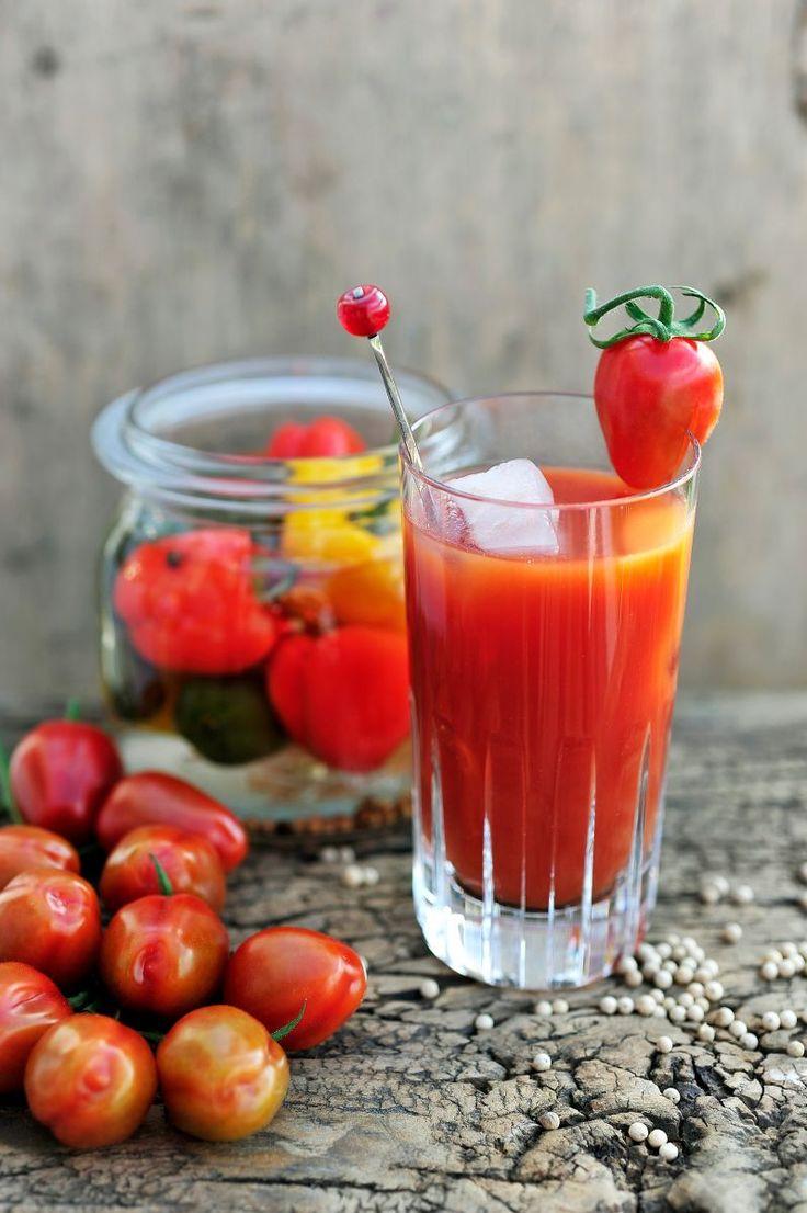 Bloody Mary met paprika wodka  https://njam.tv/recepten/bloody-mary-met-paprika-wodka
