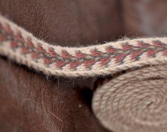 Naturellement tablette teint tissé garniture, bande de viking, ceinture, carte tissage, reconstitution, vivant de l'histoire, laine, teinture naturelle, motif, violet, gris
