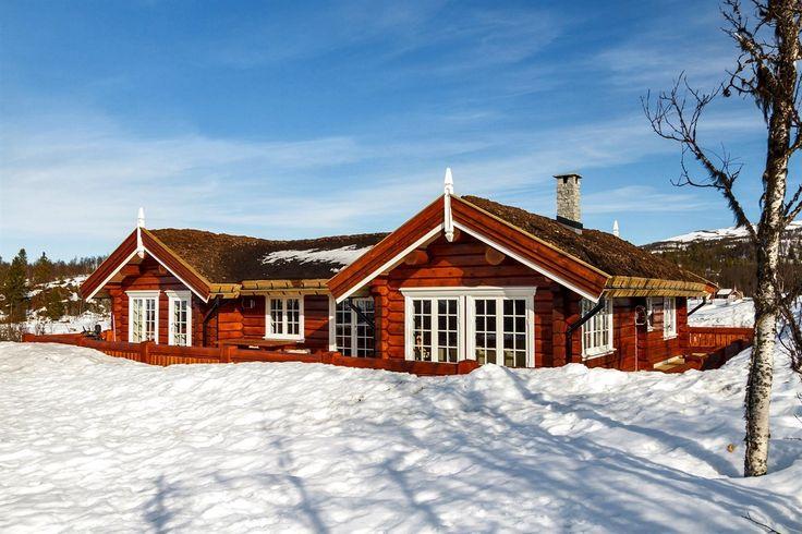 NYSTØLFJELLET - Svært attraktivt beliggende hytte på vestvendt tomt, 975 moh med praktfull utsikt