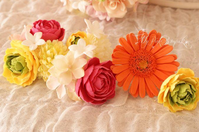 044//ブーケとお揃いのお花でお作りしたヘッドコサージュ。数輪のお花を束ねて、ピンタイプにお仕上げしています。