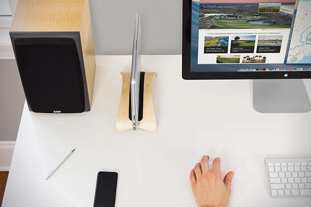 L'équipe de TwelveSouth a toujours innovée pendant ces dernières années en proposant des produits élégants, fonctionnels avec des lignes simples et design. La marque est de retour avec leBookArc Mod dédié aux Macbook de chez Apple. Ce dispositif permet de vous connectez votre ordinateur portable comme un ordinateur de bureau, avec la possibilité de brancher un moniteur externe à droite dans l'un des ports secondaires sur le MacBook. Le BookArc Mod est disponible dans la couleur de votre…