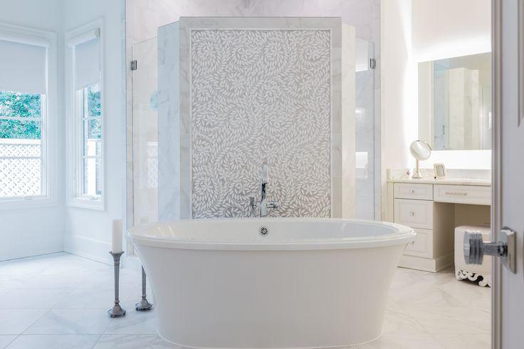 Breathtaking bath by @kandbgalleries Photo by @catnguyenphoto