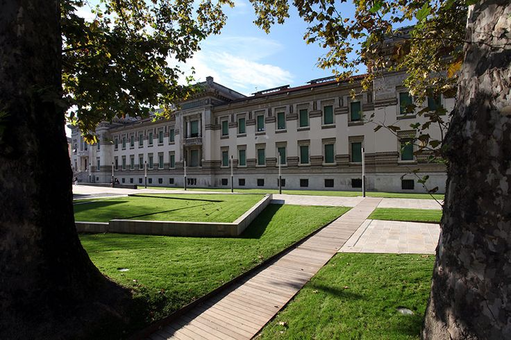 PAM - Grasvlakken - Piazza Lorenzo Berzieri - door Emilio Faroldi Associati
