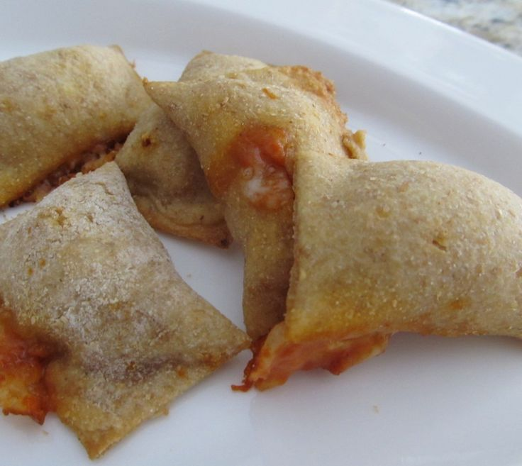 Homemade pizza rolls (great for the kiddos!)- Mmmmmmmmmmmmmmmmmmmmm momma needs to make these.