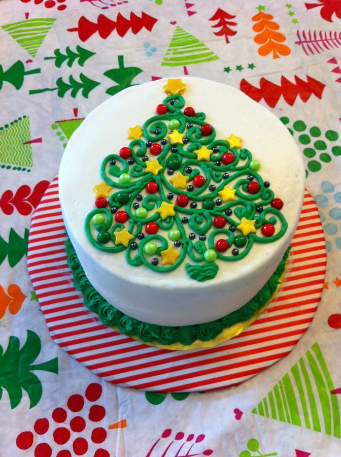 Swirly Christmas tree buttercream design with fondant stars and candy pearls.