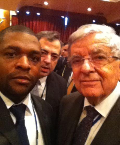 Jean-François BEUZE, Président Directeur Général de SIFARIS et Monsieur CHEVENEMENT