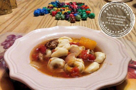 Soupe à la mijoteuse aux tortellinis, à la courge et à la saucisse - Auboutdelalangue.com
