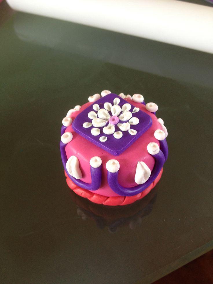 Torta decorata con panna